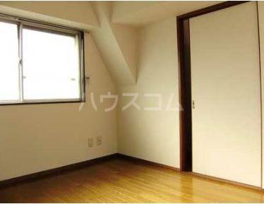 日辰マンション 403号室のリビング