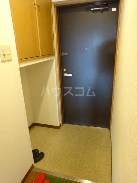 クラヴァス長岡京 101号室の玄関