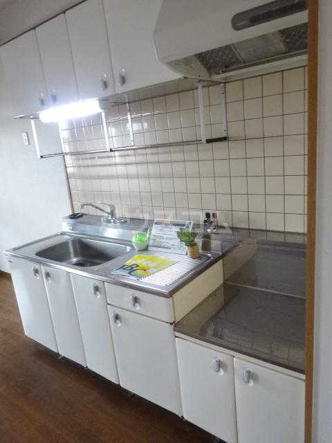クラヴァス長岡京 101号室のキッチン