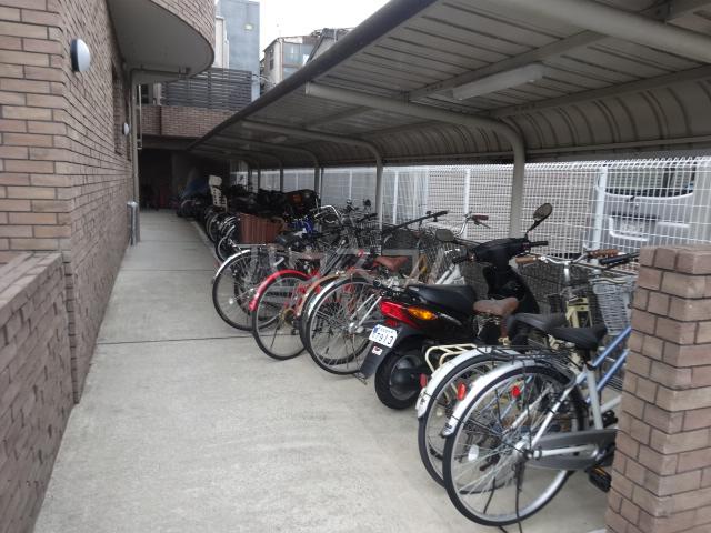 クラヴァス長岡京 101号室の駐車場
