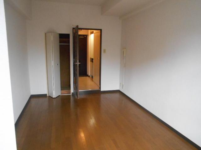 レジデンスオークラ C204号室のリビング