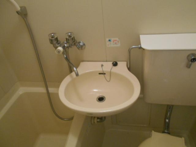 レジデンスオークラ C204号室の洗面所
