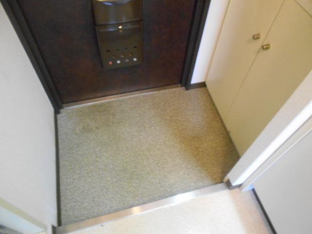レジデンスオークラ C204号室の玄関