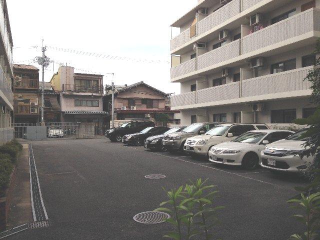 レジデンスオークラ C204号室の駐車場