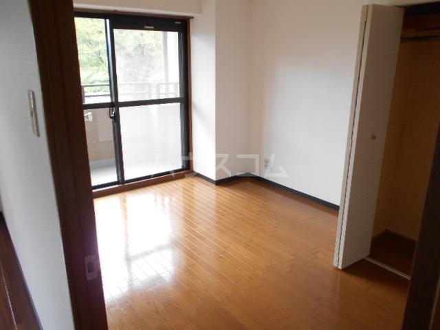グランビュー嵐山 403号室の居室