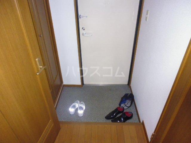 第6田原ハイム 405号室の玄関