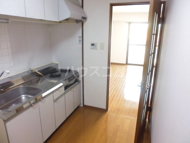 第6田原ハイム 405号室のキッチン