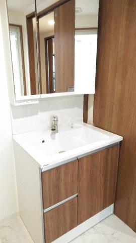 グランレブリー桂川グレイスレジデンス 206号室の洗面所