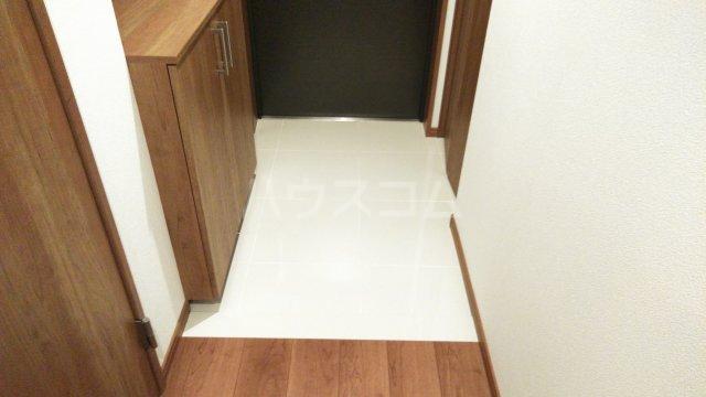 グランレブリー桂川グレイスレジデンス 206号室の玄関