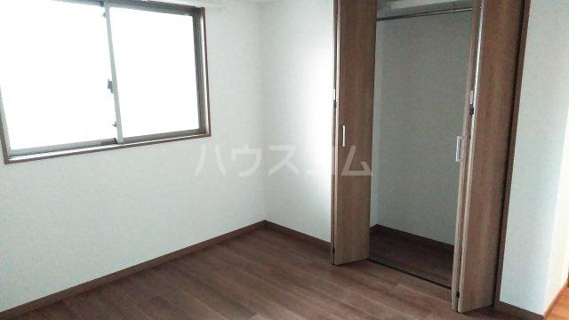 グランレブリー桂川グレイスレジデンス 206号室の居室