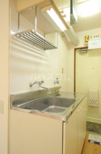 メゾン・ド・カメリヤ 106号室のキッチン