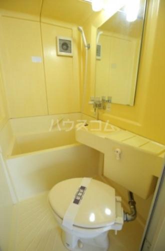 メゾン・ド・カメリヤ 106号室の風呂
