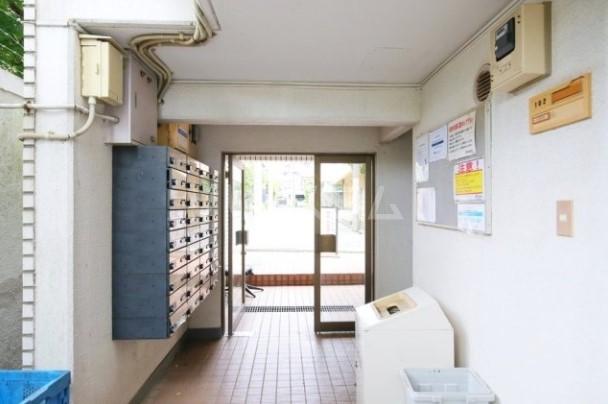 メゾン・ド・カメリヤ 106号室のエントランス