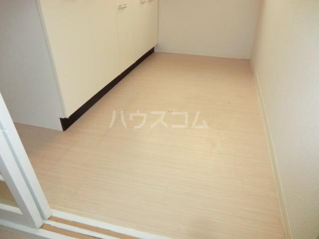 レモンイエロー 2-102号室のキッチン