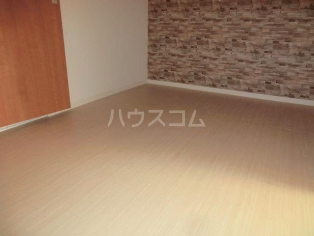 レモンイエロー 2-102号室のベッドルーム