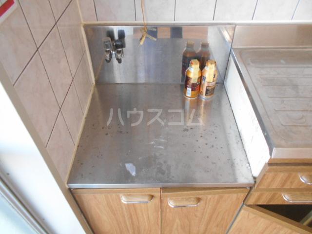 名瀬マンション 203号室のキッチン