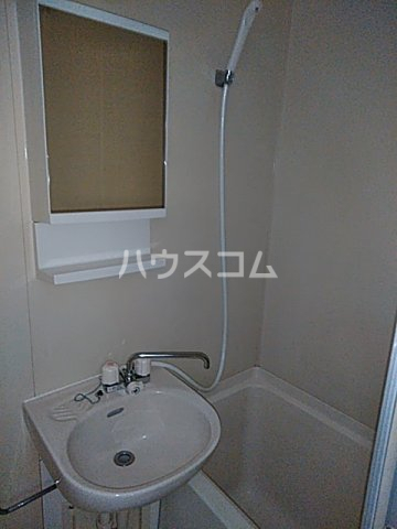 プレステージ洋光台 102号室の洗面所