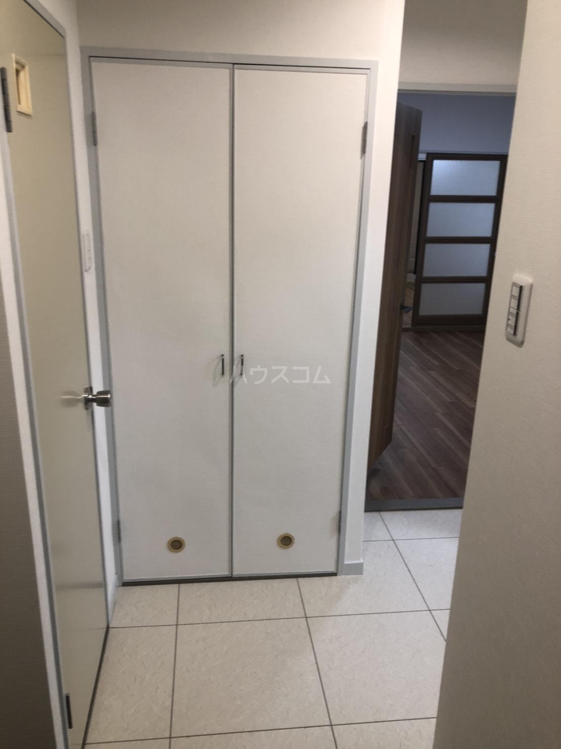 アピカル千王 405号室の玄関