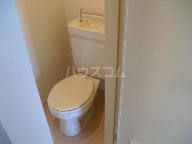 ブルーハイツ冨C 103号室のトイレ