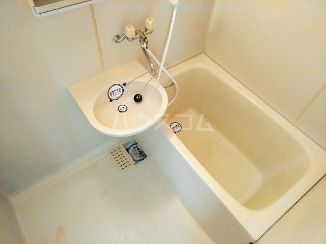 フラッツウサミ 201号室の風呂