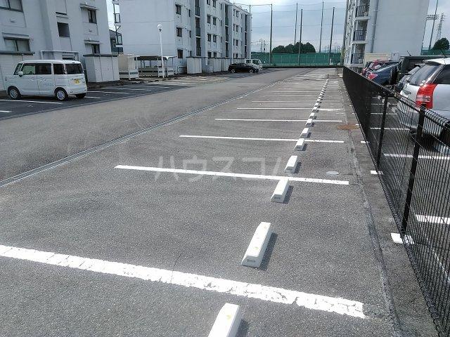 ファティリティ稲沢 2号棟 241号室の駐車場