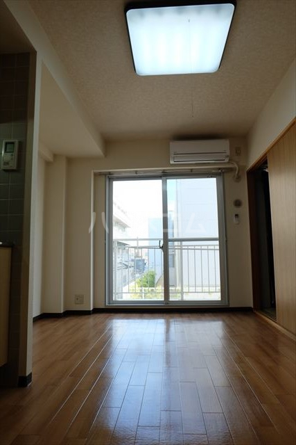 桜フラッツ 402号室のリビング