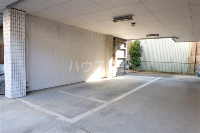 第2ミリオンパーク 203号室の駐車場