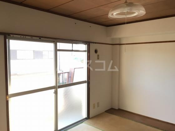 陽光台ハイツ 203号室の居室