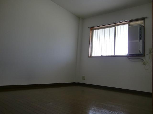 Surplus宇塚 202号室の居室