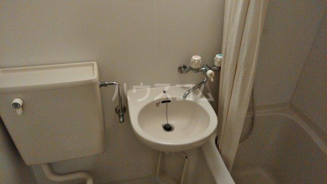 鈴木アパート E号室の洗面所
