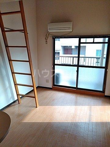 東マンションⅡ 5-A号室のリビング