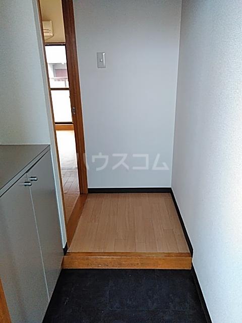 東マンションⅡ 5-A号室の玄関