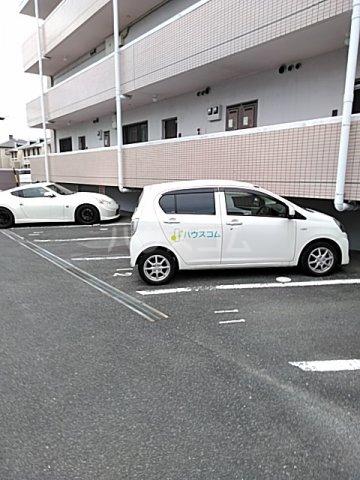 ユトリロ曙 1-D号室の駐車場