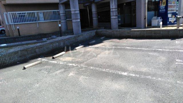 エスポア曙 503号室の駐車場