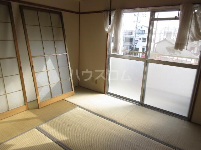 富田ハイツ 202号室の居室