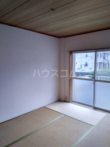 ラフォーレ西沢 101号室の居室