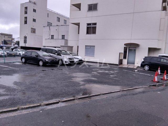 白河ハイツ 501号室の駐車場