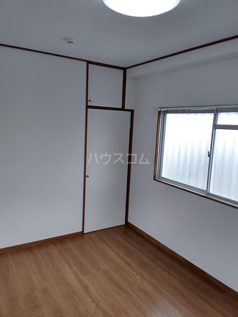 白河ハイツ 501号室のベッドルーム