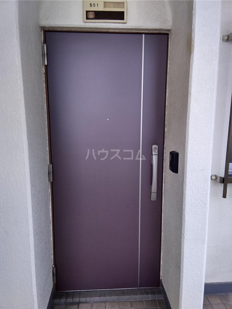 白河ハイツ 501号室の玄関