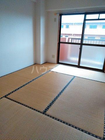 シェスタヴィラ弐番館 302号室の居室
