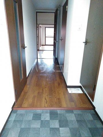 シェスタヴィラ弐番館 302号室の玄関