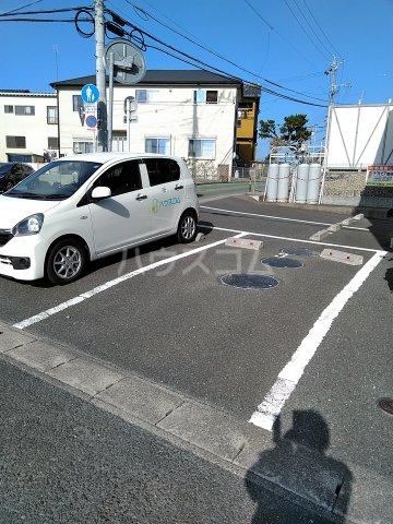 プリエール 202号室の駐車場