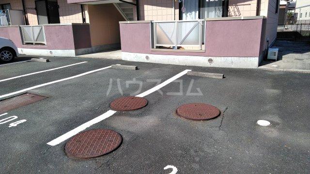 ピグレット 103号室の駐車場