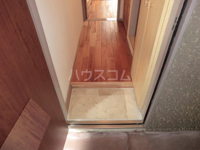 ユトリロ談合町 210号室の玄関