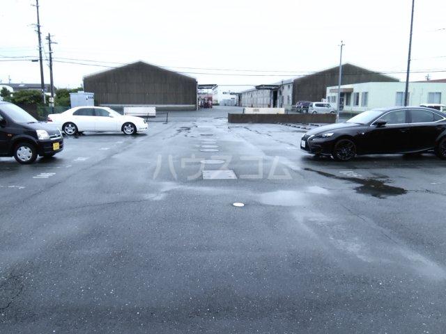 ブロードタウン神野Ⅱ C 103号室の駐車場