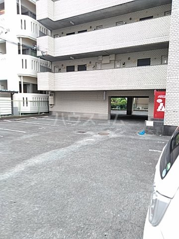 ハイシティ弥生 305号室の駐車場