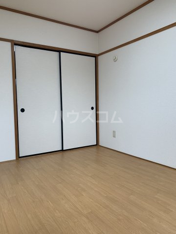 ヴィラスクエア2 202号室のリビング