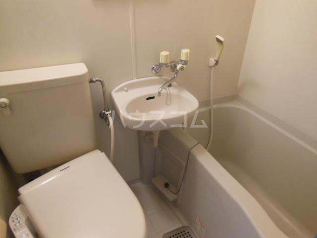 コモックピア 2D号室の洗面所
