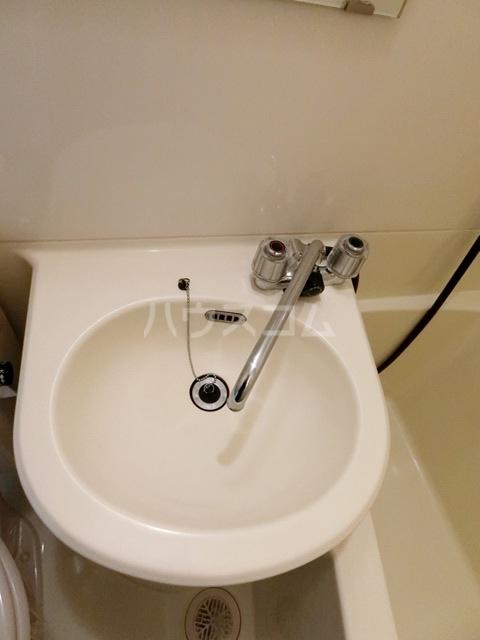 ロマネスク箱崎 401号室の洗面所