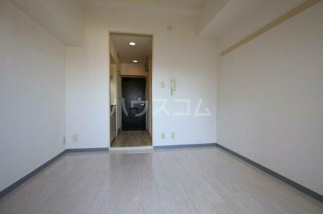 モナークマンション柿の木坂 203号室のリビング